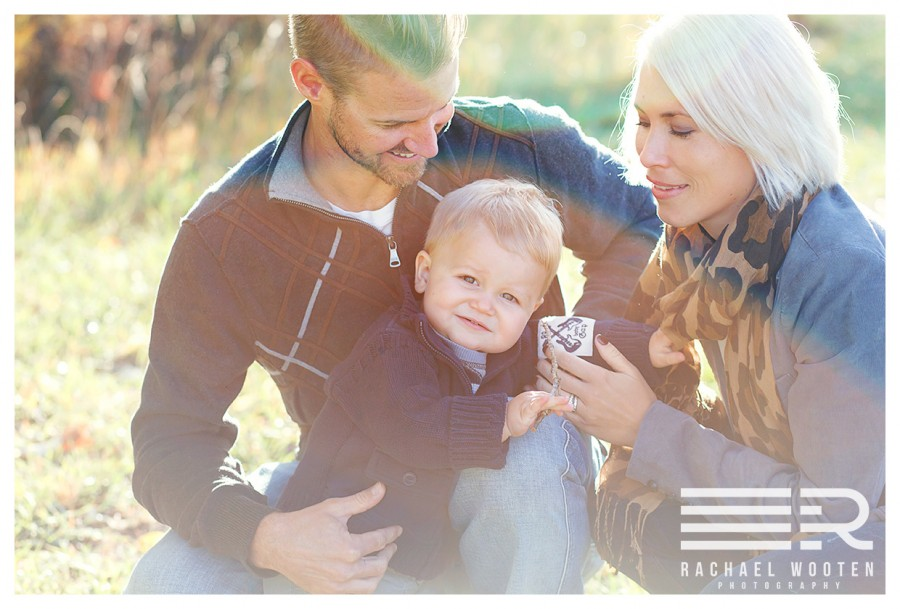 Family, Child, Baby and Newborn photographer in the Denver, Parker and Littleton, Colorado areas showing a photo of two blonde brothers in a fall setting at Chatfield Reservoir.